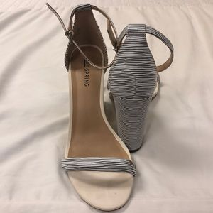 📦Blue and white stripped heel